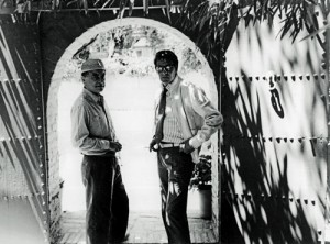 Pierre Berg et Yves Saint Laurent  la porte du jardin